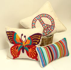 Pin by Romi Chalcovich on Bordado mexicano Mexican Embroidery, Types Of Embroidery, Embroidery Applique, Cross Stitch Embroidery, Embroidery Designs, Burlap Pillows, Throw Pillows, Butterfly Crafts, Sewing Appliques