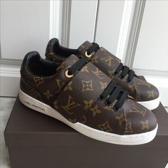 s h o e s Gray Things gray color car names Sneakers Fashion Outfits, Sporty Outfits, Fashion Shoes, Mens Fashion, Designer Sneakers Mens, Louis Vuitton Shoes Sneakers, Versace Shoes, Kids Sneakers, Monogram