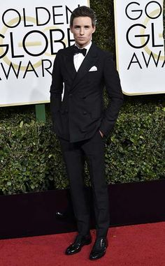 Eddie Redmayne went for a classic evening look: black suit, white shirt and white pocket square and a pair of shiny shoes. We really loved the fact that Eddie went for a double-breasted suit. This type of suit is not very common in everyday life, so we always appreciate a celebrity who does it justice and puts the spotlight on the underrated double-breasted jacket.