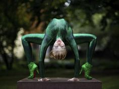 Zlata, contorcionista russa (Crédito: EFE/Rolf Vennenbernd)