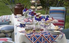 Queen's Diamond Jubilee: how to throw a garden party Francine Raymond explains how to turn your garden into the perfect party venue for the Queen's Diamond Jubilee. Jubilee Gardens, British Party, British Decor, Great British, British Style, British Royals, British Garden, Fairy Cakes, Australia Day
