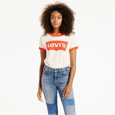Levi's® Orange Tabs werden geboren in de alternatieve scene van de jaren '60, symboliseerden stijl en jeugd, en stonden bekend als 'The Jeans with the Famous Fit'. Sindsdien zijn ze een favoriet geworden van verzamelaars van authentieke kledingstukken en denimfans wereldwijd. Nu hebben we enkele van onze favorieten opgefrist met exclusieve materialen en afwerkingen. Deze opnieuw uitgegeven kledingstukken hebben de begeerde pasvorm en ongeëvenaarde stijl van de originelen.