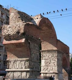 The Arch of Galerius. Built in 305 CE it celebrates the triumph of Galerius over the Sassanids. Roman Republic, Roman Architecture, Thessaloniki, Ancient Greek, Archaeology, Mount Rushmore, Travel Destinations, Greece, Africa