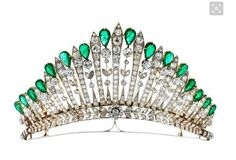 Antike Diamant-Smaragdtiara Antique diamond and emerald tiara Diameter: ca. Width at front: ca. Weight: ca. Silver on yellow gold. Rare, magnificent tiara with fine, floral elements studded with old-cut diamonds, totalling Royal Crowns, Royal Tiaras, Tiaras And Crowns, Antique Silver, Antique Jewelry, Vintage Jewelry, Diamond Tiara, Diamond Cuts, Emerald Diamond