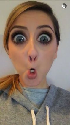 Zoes snapchat... Funny i know.. 5.02.16 Zoella Beauty, Zoe Sugg, Shes Amazing, Youtubers, Snapchat, Love Her, Celebs, Funny, Photos