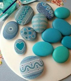 Rock crafts - Pretty Painted Rocks maritime motifs of blue stones paint Stone Crafts, Rock Crafts, Diy And Crafts, Arts And Crafts, Crafts With Rocks, Pebble Painting, Pebble Art, Stone Painting, Pebble Stone