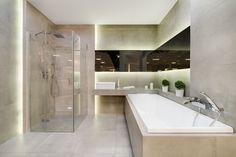 Ekspozycja Max-Fliz szara łazienka, wanna zabudowana, kabina prysznicowa. Łazienka Najwyższej jakości Płytki łazienkowe i kuchenne