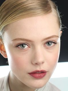 Pretty, minimalist bridal make-up.