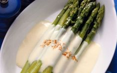 Look at this recipe - Parmesan Roasted Asparagus - from Ina Garten and other tasty dishes on Food Network. Veggie Recipes, Low Carb Recipes, Great Recipes, Favorite Recipes, Healthy Recipes, Healthy Food, Parmesan Recipes, Vegetarian Recipes, Salsa Alfredo Receta