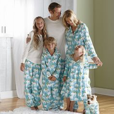 Do you buy your entire family matching pajamas for the holidays? Check out these hilarious holiday PJs. Matching Christmas Pajamas, Family Christmas Pajamas, Matching Family Pajamas, Matching Pajamas, Matching Outfits, Cosy Christmas, Christmas Minis, Christmas Morning, Rustic Christmas