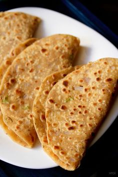 Missi roti recipe with step by step photos. Punjabi missi roti or flat bread made with whole wheat flour, gram flour and spices. methi missi roti is another variation of this recipe. Indian Bread Recipes, Chapati Recipes, Pastry Recipes, Cooking Recipes, Cooking Hacks, Flour Recipes, Vegetarian Recipes, Dessert Recipes, Healthy Recipes