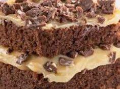Receita de Bolo Diamante Negro e Branco - bolo ao meio, recheie com metade do creme e espalhe uma camada de chocolate Diamante Negro. Ponha a outra parte do bolo, cubra com o restante do...