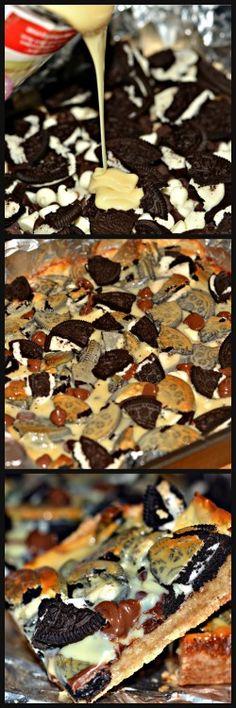 Ooey Gooey Oreo Chocolate Chip Bars by Hugs & Cookies xoxo