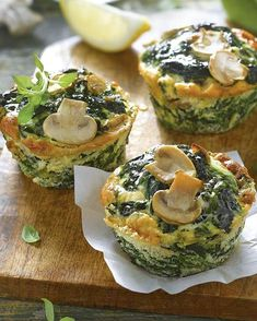 Recipes with irresistible spinach and easy to make.- Recetas con espinacas irresistibles y fáciles de hacer. Muffins con espinacas y… Recipes with irresistible spinach and easy to make. Muffins with spinach and mushrooms. Low Carb Dinner Recipes, Vegan Recipes Easy, Cooking Recipes, Good Food, Yummy Food, Tasty, Healthy Snacks, Healthy Eating, Fingerfood Party