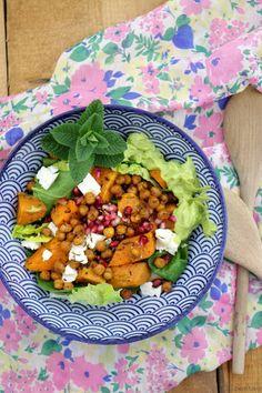 Tulpentag: Süßkartoffelsalat mit gerösteten Kichererbsen, Granatapfelkernen und…
