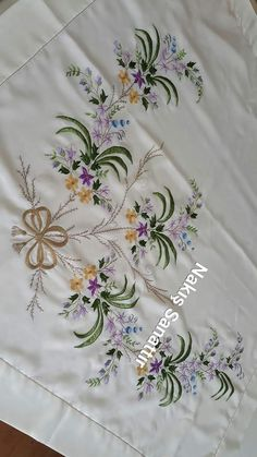 Border Embroidery Designs, Embroidery Flowers Pattern, Embroidery Motifs, Machine Embroidery Patterns, Cross Stitch Embroidery, Flower Patterns, Cushion Embroidery, Hand Work Embroidery, Bordado Floral