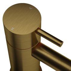 Geborsteld goud; verkrijgbaar als wastafelkraan, maar ook als doucheset en badset.