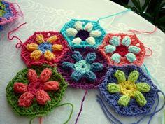 Puffed Daisy Hexagon