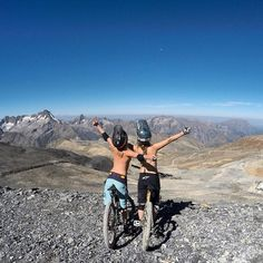 Learning to ride a bike is no big deal. Learning the best ways to keep your bike from breaking down can be just as simple. Cycling Art, Cycling Bikes, Freeride Mtb, Best Mtb, Camping Set Up, Bicycle Maintenance, Bicycle Girl, Camping Outfits, Camping Activities
