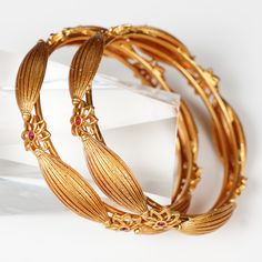 Trendy Ever Green Antique Matt Gold Bangle For Womens Plain Gold Bangles, Gold Bangles For Women, Gold Bangles Design, Bracelets For Men, Jewelry Design, Hand Jewelry, Jewellery, Gold Jewelry Simple, Discount Jewelry