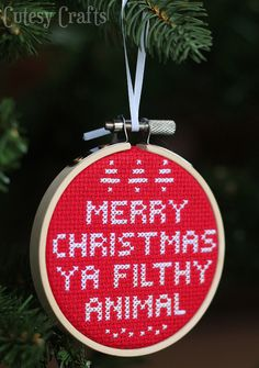 DIY: cross stitch ornament #FreePattern #Christmas