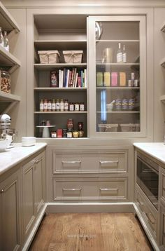 Warm White Kitchen Design & Gray Butler's Pantry | Home Bunch – An Interio… http://www.wowdecor.top/2017/07/23/warm-white-kitchen-design-gray-butlers-pantry-home-bunch-an-interio/