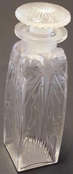 Rene Lalique Flacon Quatre Cigales, circa 1910 Lalique Perfume Bottle, Antique Perfume Bottles, Art Nouveau, Lalique Jewelry, Klimt, Glass Bottles, Conservation, Art Decor, Glass Art