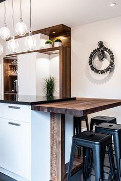 049 - Simard Cuisine et Salle de bains Kitchen Nook, Kitchen Dining, Cabinet Island, Home Kitchens, Home Remodeling, Home Office, Kitchen Remodel, Barn Homes, Interior Design