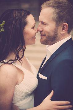 Bryllupsfotografering i Kolding ved professionel fotograf. Fotografering af bryllupper er en af vores ekspertiser. Unikke bryllupsfotos. www.fotografkolding.net