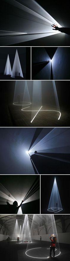 light sculpture. Maître. Projection. Cône.