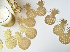 This listing is for a pineapple gold glitter banner. The perfect decor for a Hawaiian, luau, tropical, flamingo, or pineapple themed bridal