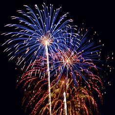 Lepje meg családját, barátait egy szemet kápráztató tűzijátékkal. TŰZIJÁTÉKOK SZABADON VÁSÁROLHATÓK EGÉSZ ÉVBEN!! Remek kiegészítője lehet a házi buliknak, születésnapi ünnepségeknek és egyéb alkalmak még emlékezetesebbé tételéhez. Házhoz szállítás az ország bármely pontjára, akár 1. nap alatt is. Teljes választékunk megtekinthetőek, videóval együtt az alábbi weboldalunkon. www.latvanypont.hupont.hu Telefon: (30) 863-0775