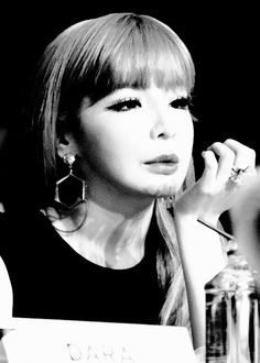 """ THE QUEEN BOM """