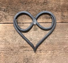 Sympathetic synergized metal work welding design Keep reading Metal Sculpture Artists, Steel Sculpture, Art Sculptures, Sculpture Ideas, Welding Art Projects, Blacksmith Projects, Diy Welding, Welding Ideas, Welding Design