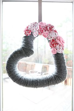 DIY Valentines Wreath = pool noodle + tape + yarn + fabric flowers (by Bower Power)