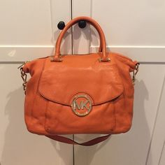 MICHAEL Michael Kors Tote - Hamilton  help you tonight  .    . .. Why is this us       .