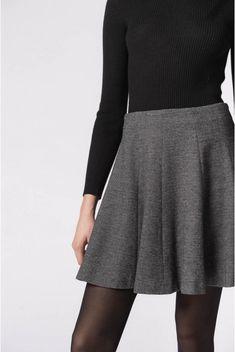Jupe shanice, gris chiné   pablo 5 Coaching, Chevrons, Mini Skirts, Fashion, Bowling Pins, Heather Grey, Skirt, Training, Moda