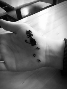 Cat henna tattoo Mehndi Art, Henna Mehndi, Henna Art, Mehendi, Henna Designs Easy, New Mehndi Designs, Tattoo Designs, Cute Tattoos, Body Art Tattoos