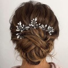 Bridal stylist for your wedding Modern bridal styling The most beautiful picture for . - Bridal stylist for your wedding Modern bridal styling The most beautiful picture for wedding hairst - Diy Wedding Hair, Wedding Hair And Makeup, Hair Pieces For Wedding, Bridal Hair Updo, Prom Makeup, Wedding Bride, Wedding Dress, Indian Hairstyles, Bride Hairstyles