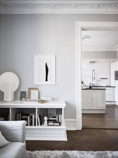 Classic Style Kitchen Furniture Timeless Furniture For Your Home Tv Regal, Bentwood Chairs, Studio Living, Living Room Remodel, Kitchen Remodel, Kitchen Styling, Kitchen Furniture, Home Decor Inspiration, Decorating Your Home