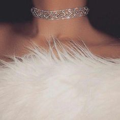 So classy. Diamond choker collar and white fur. Bling Bling, Boujee Aesthetic, Bad Girl Aesthetic, Aesthetic Fashion, Cute Jewelry, Body Jewelry, Jewellery, Vanessa Moe, Glamouröse Outfits