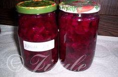"""""""Červená řepa v klasickém nálevu"""" - výýýborná! SUROVINY4kg řepy, 3l vody, 1l octa, 12dkg soli, 15dkg cukru, anýz, fenykl, kmín, křenPOSTUP PŘÍPRAVYNa 4kg na kostičky pokrájené řepy je potřeba jedna dávka láku a asi 10-12 velkých sklenic o objemu 720ml.Řepu uvaříme jako brambory ve slupce. Necháme zchladnout, oloupeme a nakrájíme na kostičky. Řepou naplníme sklenice a navrch do každé dáme špetku (jen tak mezi prsty) kmínu, anýzu, fenyklu a potom buď jedno asi 0,5cm silné kolečko kř... Preserving Food, Preserves, Salsa, Mason Jars, Food And Drink, Canning, Vegetables, Ethnic Recipes, Diet"""