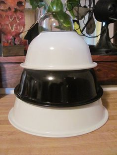 3 Pyrex Black and White Clear Bottomed Nesting by MamabirdsVintage, $28.00