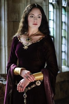 Engla's Style-in' violet color blouse designs - Violet Things Medieval Gown, Medieval Costume, Renaissance Fashion, Renaissance Clothing, Historical Costume, Historical Clothing, Fantasy Gowns, Period Outfit, Fantasy Costumes