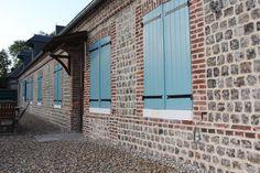 Rénovation de façade en briques et silex grandes dalles Garage Doors, Outdoor Decor, Home Decor, Paving Slabs, Bricks, Normandie, Patio, Decoration Home, Room Decor