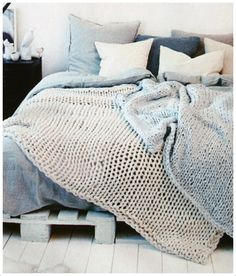 Bedroom | ベッドルーム | Camera da Letto | Dormitorio | Chambre à Coucher | Boudoir | Bed | Decor | Manchester | Knit Blanket
