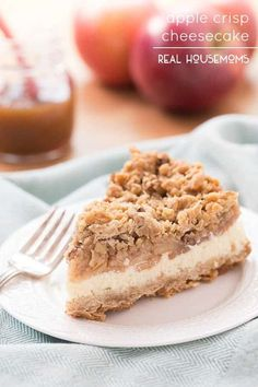 Apple Crisp Cheesecake We all know an apple a day keeps the doctor away but what does more than one bring? This delicious APPLE CRISP CHEESECAKE! Apples, apples and more apples are what we have currently in tubs and Apple Crisp Cheesecake, Cheesecake Bites, Cheesecake Recipes, Dessert Recipes, Just Desserts, Delicious Desserts, Yummy Food, Health Desserts, Caramel Apple Crisp