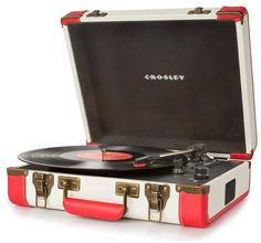 The vintage briefcase design of this Crosley Executive Portable USB Turntable puts you front and center in retro style while converting your favorite vinyl records into digital files. Usb Turntable, Turntable Record Player, Retro Record Player, Record Players, Diesel Punk, Vintage Glam, Vintage Stuff, Radios, Cyberpunk