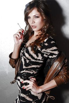 the-sexyest-girl-cigar-smokers-nude-pics