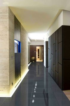 More fantastic lighting creating a wonderful space Photo Gallery Hallway, Scandinavian Benches, Johnson Tiles, Simple Floor Plans, Country House Design, Modern Hallway, Hallway Designs, Hallway Lighting, Discount Lighting